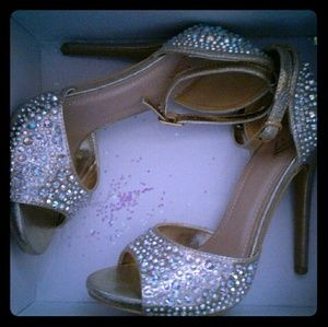 Ankle strap gold mermaid high sandal heel. Pretty!